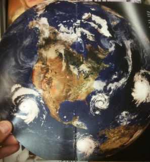 Gores Titelbild mit Photoshop-Zyklonen
